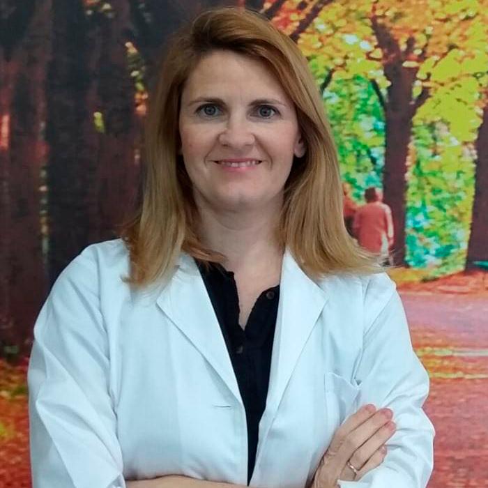 D.ª Nuria Oliva González