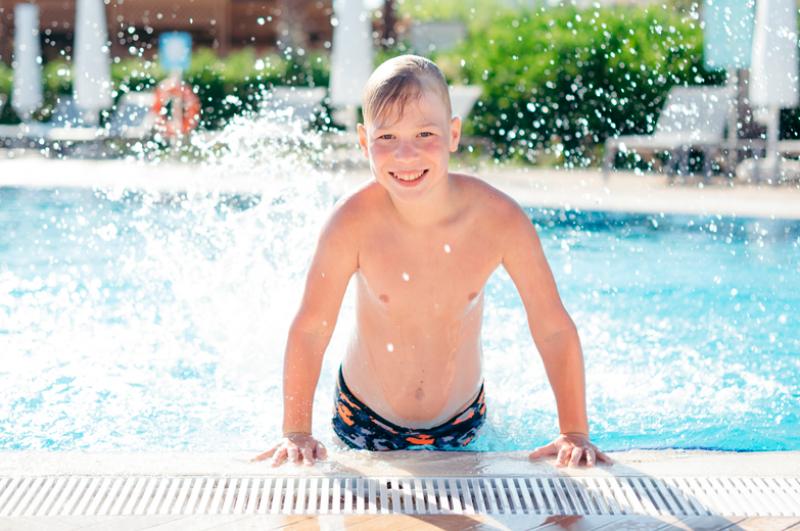 evitar-infecciones-en-los-pies-en-piscinas